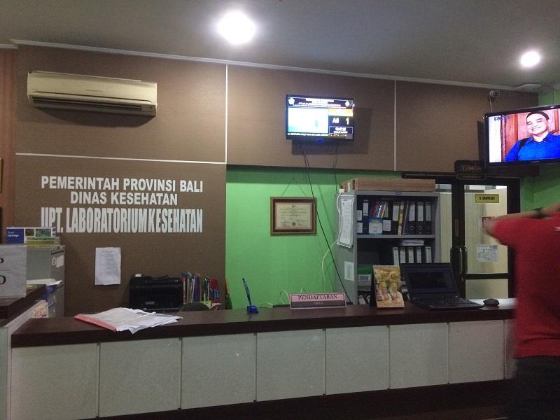 Mesin Antrian Sederhana Laboratorium Kesehatan Denpasar